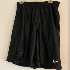 Men Nike Baket Ball short. Size M